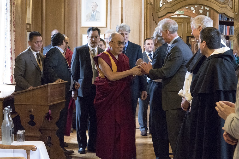 His Holiness the Dalai Lama Meets Fellows and Friends of the DLCC. Photograph by Keiko Ikeuchi.