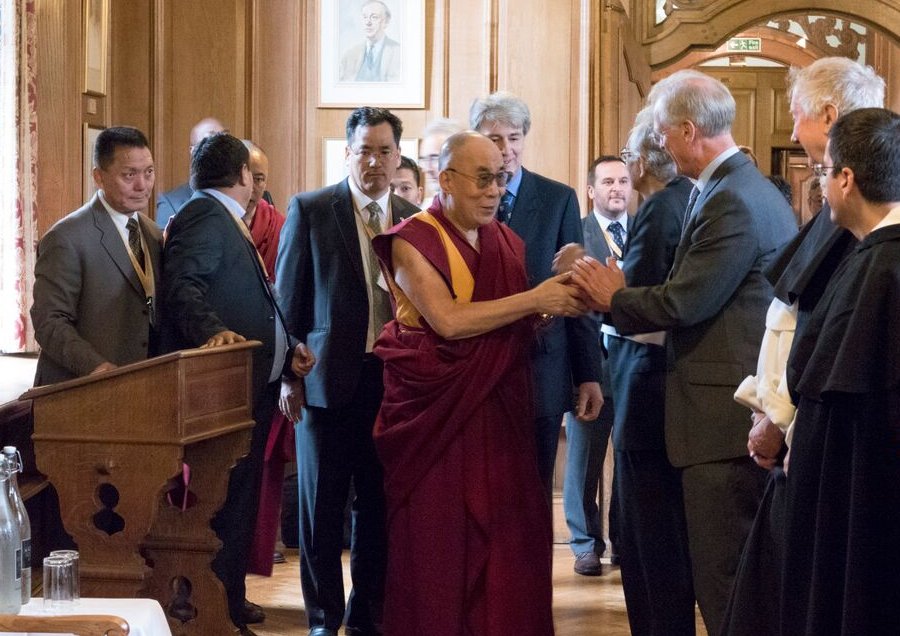 His Holiness the Dalai Lama meets Fellows of the DLCC in Oxford. Photograph by Keiko Ikeuchi.