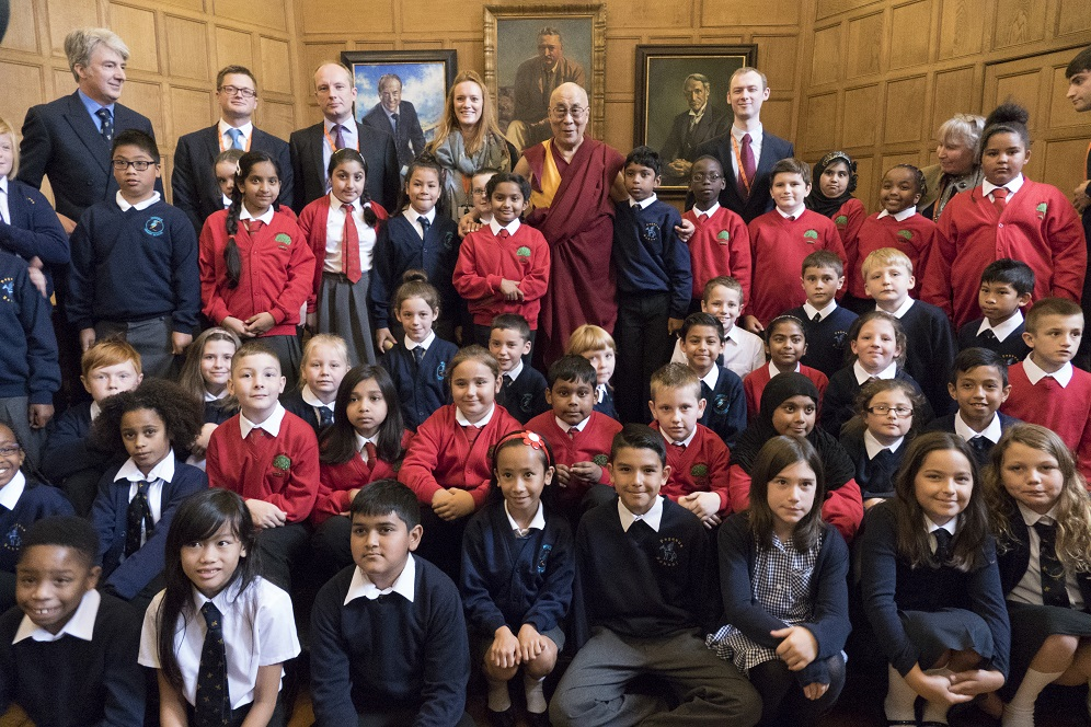 His Holiness the Dalai Lama With Pupils from Several Oxford Schools. Photograph by Keiko Ikeuchi.
